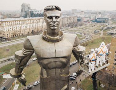 Kärcher reinigt Juri Gagarin-Denkmal in Moskau