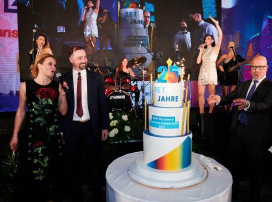 <p>AHK feiert 25-jähriges Jubiläum – Liebherr gewinnt Mittelstandspreis</p>